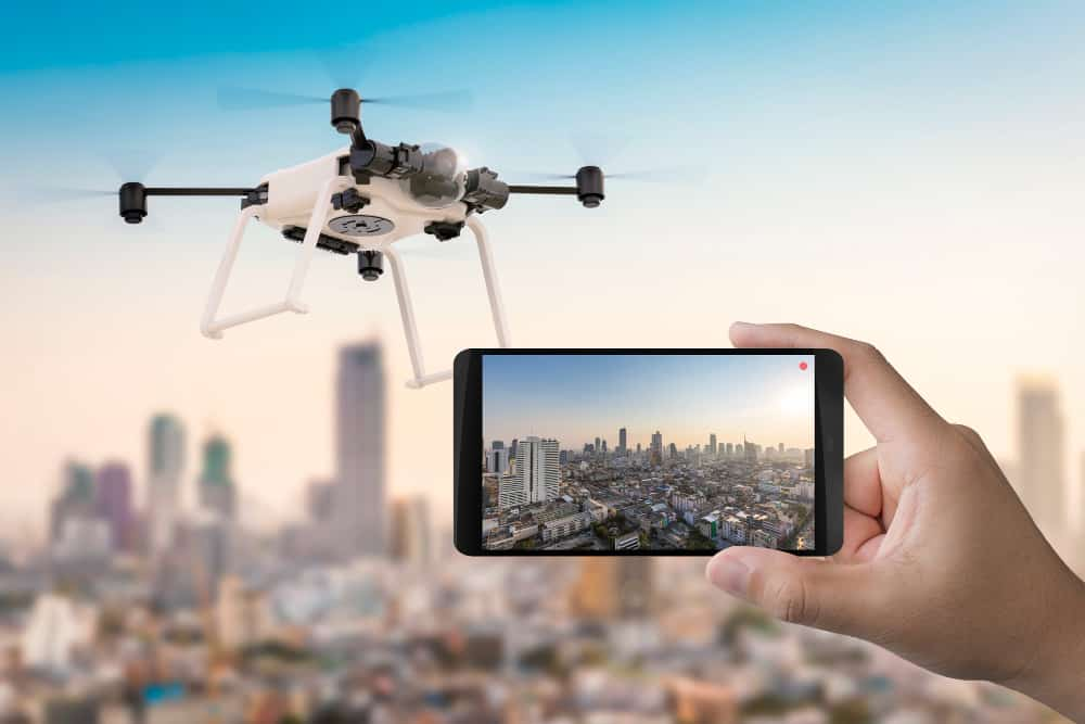 https://www.preflight.co.il/wp-content/uploads/2021/08/3d-rendering-mobile-phone-with-flying-drone.jpg
